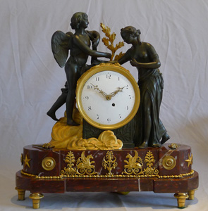 Antique clock of Psyche and Cuipd in rouge marble, gilt and patinated bronze, English fusee movement